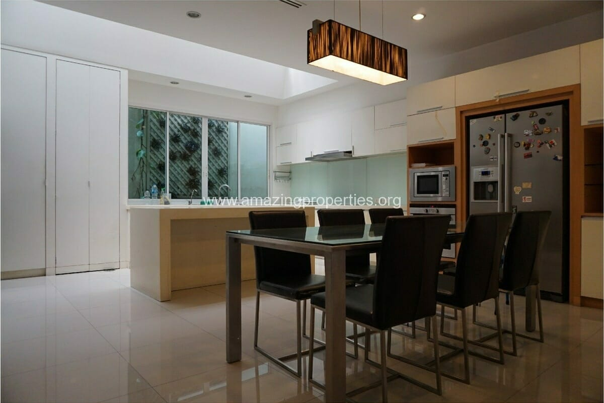 Petfriendly Townhouse for Rent Phrom Phong