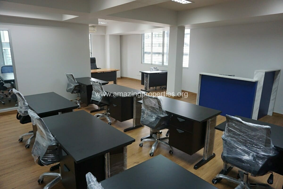 12 person office for rent Thonglor