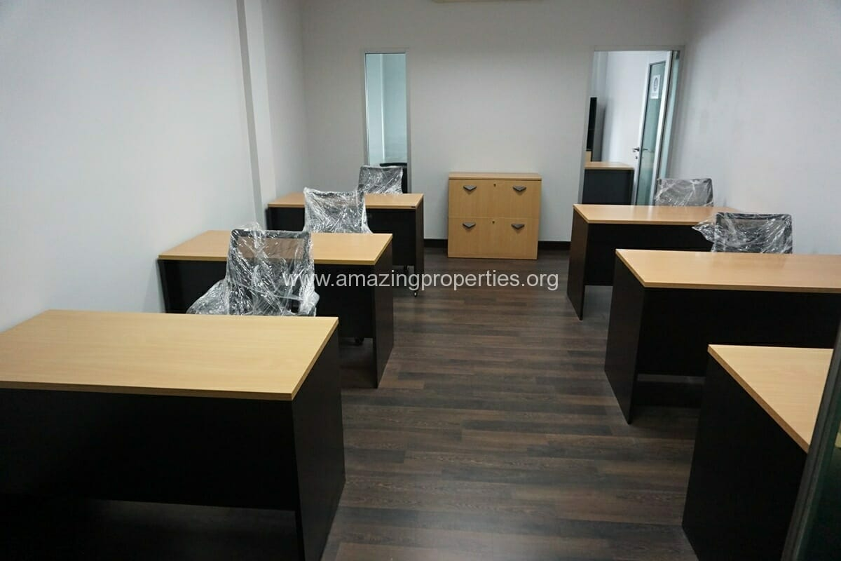 6 person office for rent Thonglor