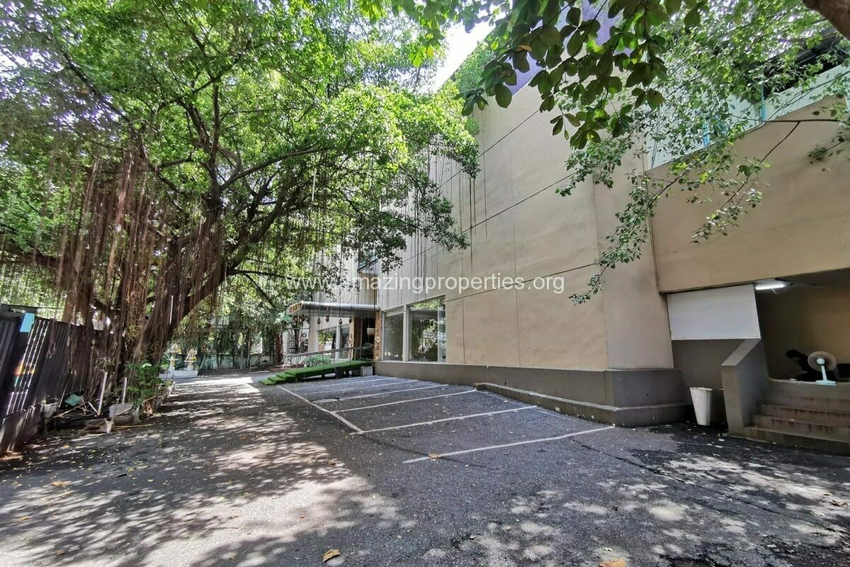 Large Commercial Building for Rent Asoke